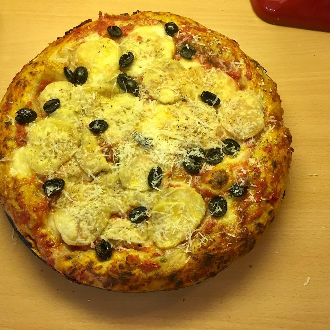 Lunch time pizza panpizza muttisauce freshmozzarella auberge olive parmesan selfmadehellip