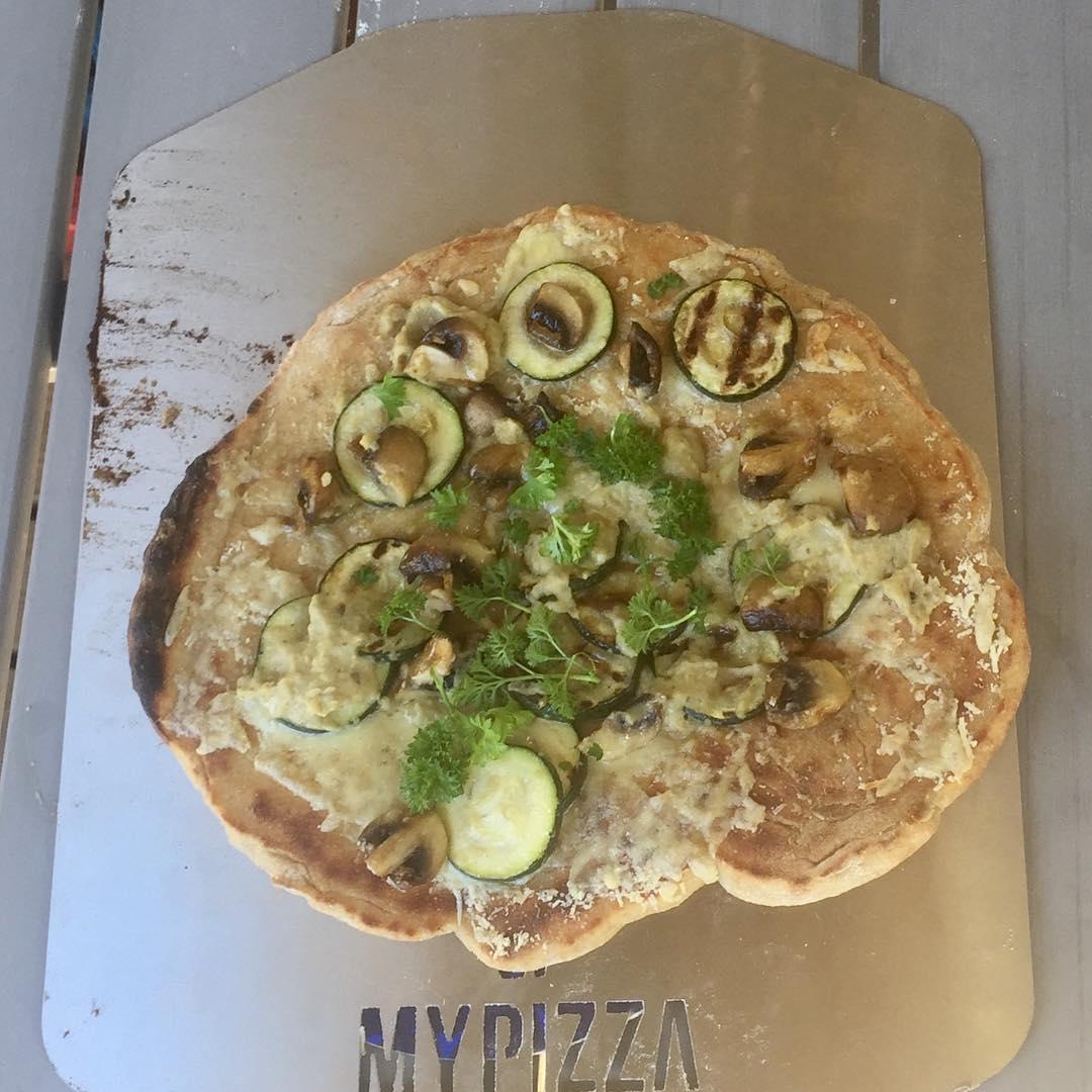 Ei ehk kaunein mutta magnificentemente Grilled pizza with grilled mushroomshellip