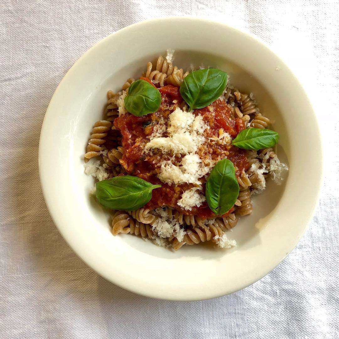 Tulinen ja simppeli calabrialainen tomaattisugo virkist mielt ja makuaistia ninhellip